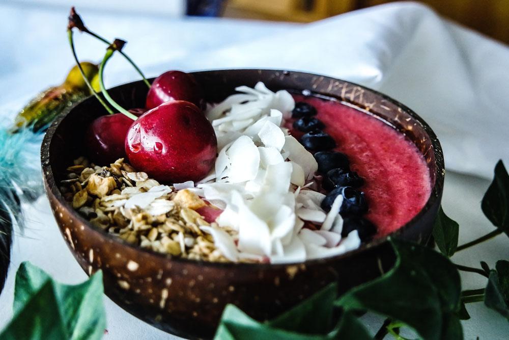 smoothiebowl-erdbeer-kirsch-quer-web-1