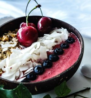 smoothiebowl-erdbeer-kirsch-quer-web-2