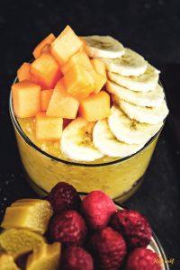 Kokos und Orangen-Mango Milchreis mir Früchten