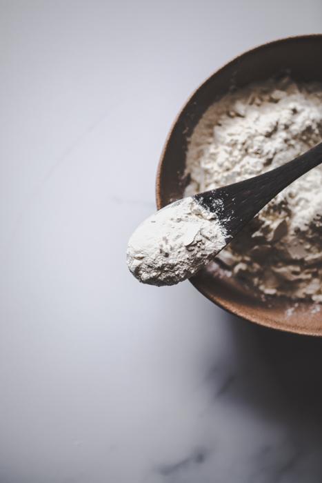xanthan gum pulver in einer schuessel
