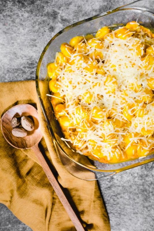 Veganer Kürbis Gnocchi Auflauf mit Käse