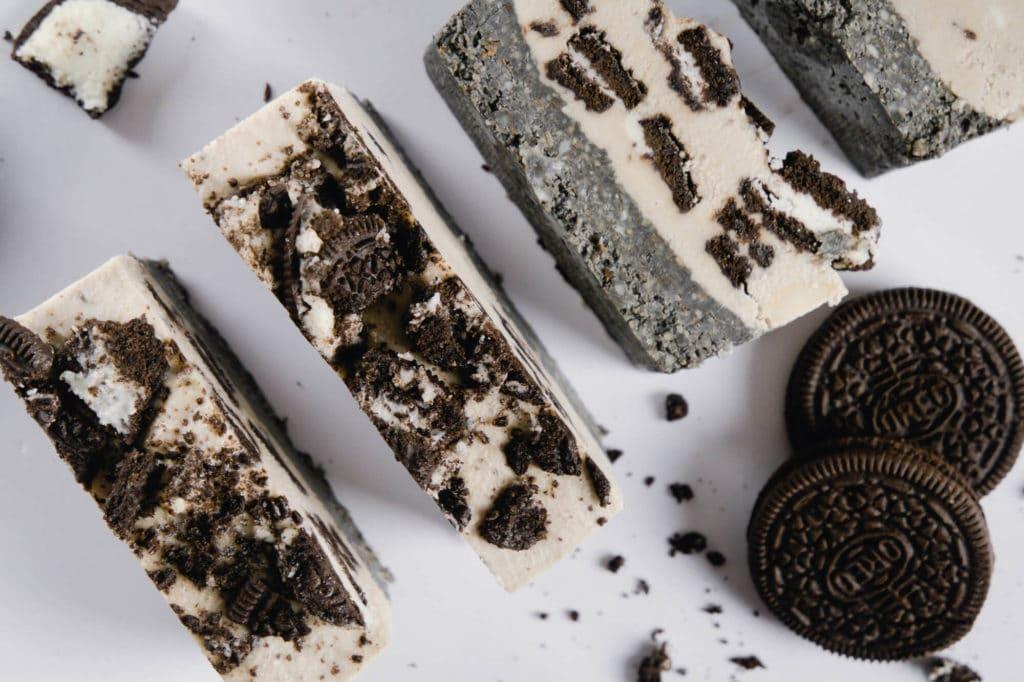 oreo eis kuchen mit aktivkohle vegan